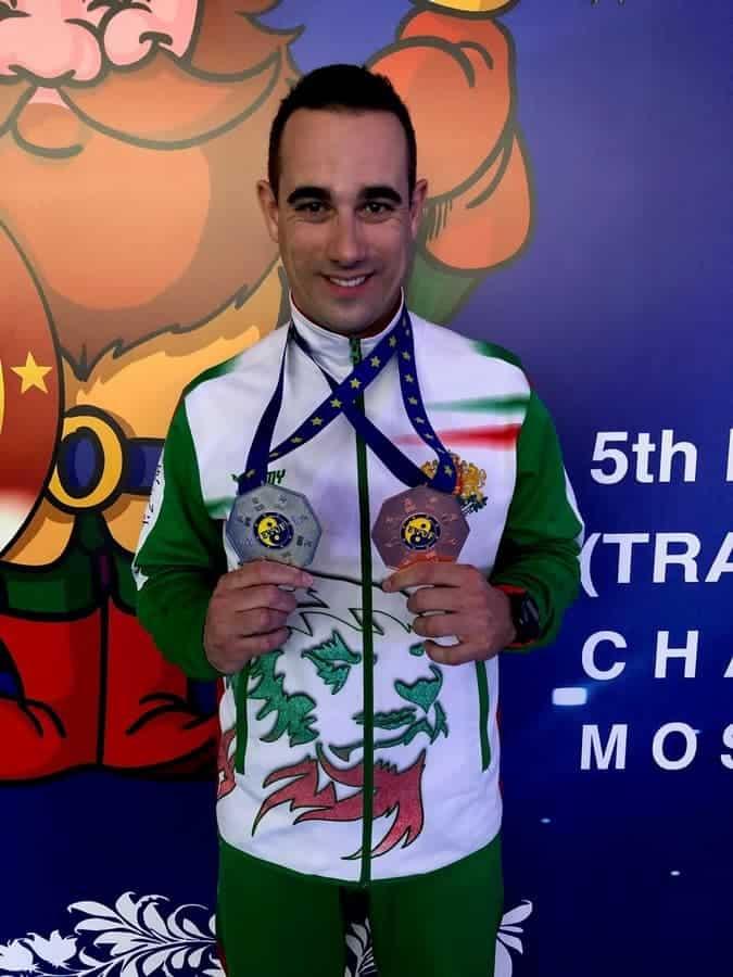 Медалистът Петър Драгоев с медалите по Тай Чи от Европейското първенство в Москва